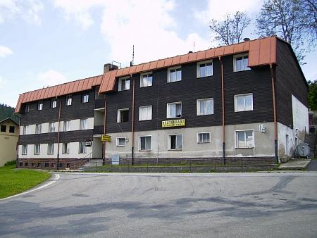 Na místě školy, do které v Horní Vltavici chodil, dnes stojí tento hotel