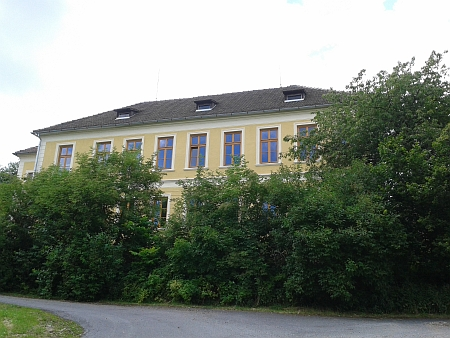 Bývalá škola ve Frantolech, jedno z působišť učitele Hanse Fugera