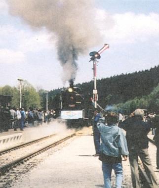 Příjezd prvního vlaku z Čech do nově otevřeného hraničního nádraží v Bavorské Železné Rudě dně 2. června 1991