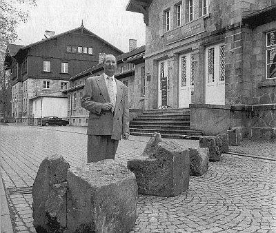 Všechno, co z hranice zůstalo roku 2004 v historických kamenech staré nádražní haly...