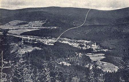 Průběh hranice mezi Alžbětínem a Bavorskou Železnou Rudou středem společného nádraží