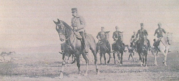 Tenkrát pětasedmdesátiletý (!) císař roku 1905 na manévrech v okolí Štěkně, kde na zámku Windischgrätzů zemřel o 18 let později už za nové republiky Karel Klostermann