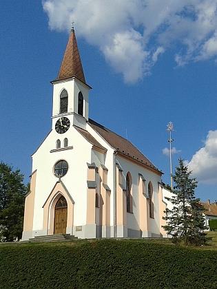 Novogotická kaple Panny Marie na návsi ve Starých Hodějovicích