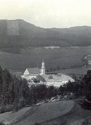 Vyšebrodský klášter s Kravím dvorem zasebou
