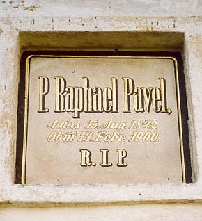 Náhrobní deska na hřbitovní kapli sv. Anny na nádvoří vyšebrodského kláštera