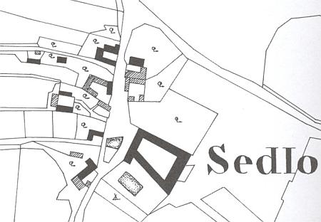 Rodná ves Sedlo na mapě stabilního katastru z roku 1827 s areálem panského dvora, zachyceného na snímku z roku 2008