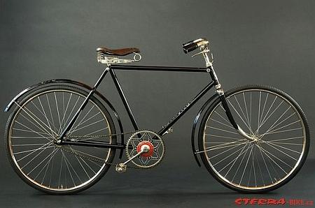 Bicykl Styria Dürkopp Diana 1914 - na takovém pravděpodobně překročil hranici
