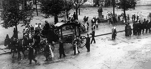 Snímek z jeho klatovského pohřbu