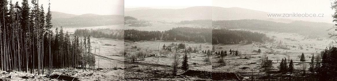 Snímek prostoru někdejší obce Ondřejov: uprostřed je cesta vedoucí do malého lesíka a za ním byla Nová Víska, vlevo pod lesem a na volném prostranství býval Ondřejov, vpravo stávaly Chlumany, uprostřed panoramatu je vidět velký kryt, který sloužil k pozorování vojenských cvičení