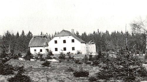 """Takto vypadal dům zvaný """"Waldlinhart"""" či """"Waldlinhachtn"""" (Peier) v Ondřejově ještě roku 1965"""