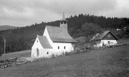 Kostelík ve Waldhäuser na jeho snímku