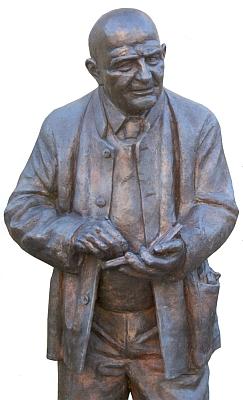 Takto ho zpodobuje socha Bertranda Würfla vTittlingu