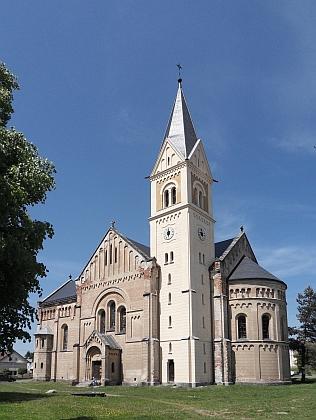 Kostel sv. Josefa v Úhercích, kde byl pokřtěn farářem Alexandrem Oswaldem (1866-1952)