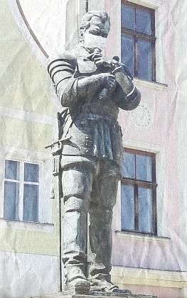 Socha Albrechta z Valdštejna na náměstí ve Frýdlantu v čase koronaviru roku 2020