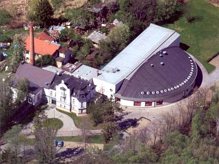 Letecký snímek Pernerovy zvonárny z roku 2012