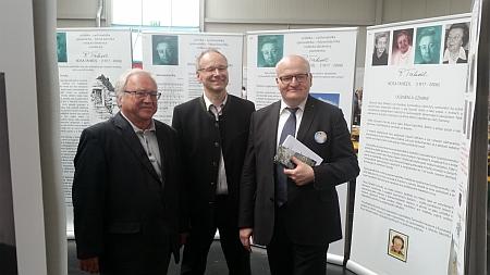 Na Sudetoněmeckém sněmu v červnu 2017 s Danielem Hermanem, ministrem kultury ČR,     a také s Rudolfem Hartauerem u panelů výstavy věnované Rose Tahedlové