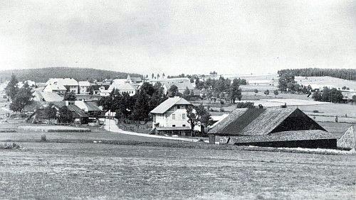 České Chalupy, někdejší Böhmhäuser, s chalupou Peterovou (Petschik) nalevo vpředu při cestě