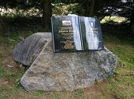 Památník básníkův v místě, kde kdysi na Bučině stával jeho rodný dům