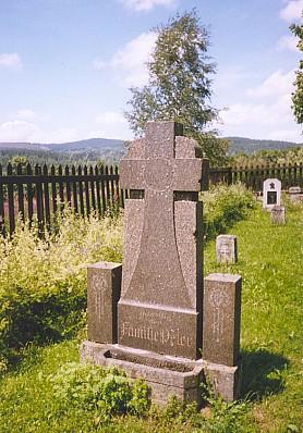 Náhrobek rodiny Peterovy na hřbitově v Knížecích Pláních