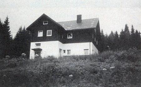 Škola Petera Roseggera na rakouské hranici při Schöneben, zmíněná také v jeho textu