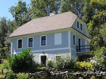 Rodný dům ve Zvonkové, kromě kostela jediný, který stojí dodnes