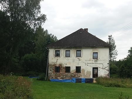 I v Přední Zvonkové se alespoň částečně dochoval pouze tento jediný dům