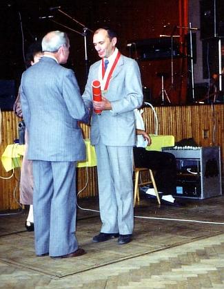 Při udělení čestného občanství Ledenic 22. září 1991 (vlevo)...