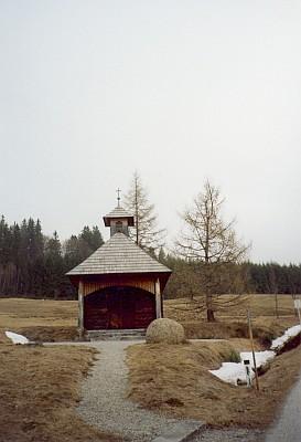Schwarzauer Hof a kaplička při něm u Schwarzau