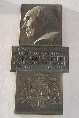 Pamětní deska kardinála Piffla na rodném domě vLanškrouně...