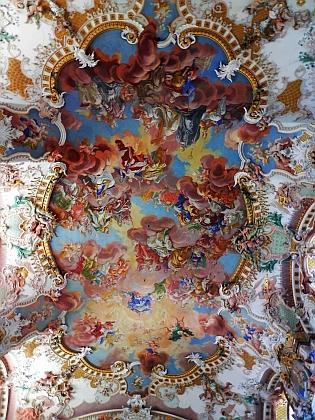 Stropní freska v klášterním kostele