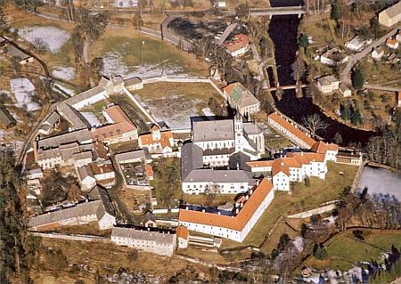 Cisterciácký klášter ve Vyšším Brodě na leteckém snímku