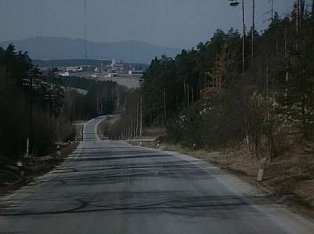 Záběr Čakova na vrchu kopce v závěru Vláčilova filmu Dým bramborové natě (1976)