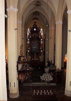 Interiér klášterního kostela ve Vyšším Brodě, pod jehož podlahou je pohřben