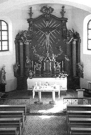 Interiér kostela Povýšení Svatého kříže (dříve Nalezení     Svatého kříže) v Korkusově Huti dnes