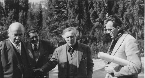 Její otec, malíř Hans Robert Pippal, je zde zachycen prvý zprava v roce 1952 při návštěvě     u Marca Chagalla (druhý zprava) ve Vence na jihu Francie pět let předtím, než se ona narodila