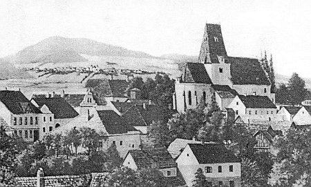 ... pohled na Horní Stropnici od severovýchodu, v pozadí malby zrodáckého sborníku Pfarrchronik Strobnitz zachycena i Dobrá Voda s Kraví Horou...
