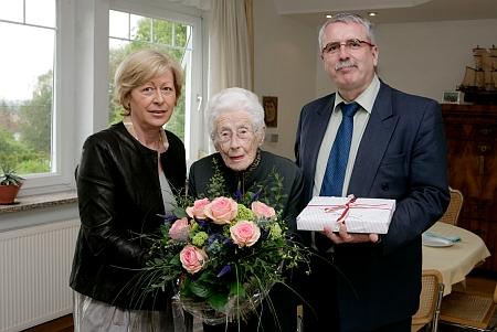 O devadesátinách Gertrud Fusseneggerové je on ten napravo stojící