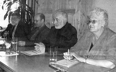 Na pódiové diskusi o budoucnosti menšin, konané 25.-27. dubna 2008 v Horní Plané, sedí odleva Walter Piverka, Raimund Paleczek, Horst Löffler a Irene Kuncová