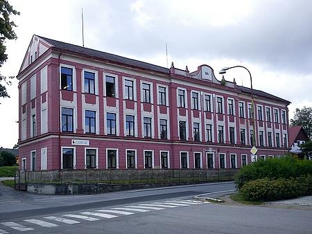 Budova někdejší volarské dřevařské školy