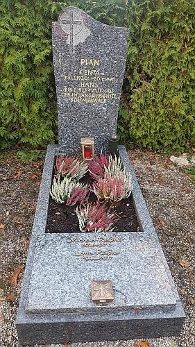 Hrob Hanse a Centy Planových na hřbitově Alter Ostfriedhof v Augsburgu