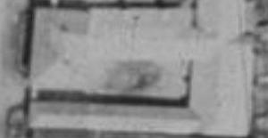 Pleischlových statek čp. 2 v Perneku na leteckých snímcích z let 1947 a 2011