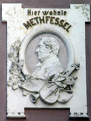 O budoucnosti své melodie nic netušící Methfessel má na domě vBraunschweigu, kde bydlel, tuto pamětní desku
