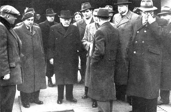 Dne 10. prosince roku 1948 ho vidíme při slavnostním založení českobudějovické pobočky Pedagogické fakulty Univerzity Karlovy v Českých Budějovicích třetího zprava v zástupu, jehož středem je ministr školství Zdeněk Nejedlý a vedle něho v baretu českobudějovický poslanec Dr. Rudolf Bureš (1906-1980), který se na rozdíl od Plojhara po srpnové okupaci roku 1968 rozešel s oficiální politikou