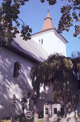 Kostel v Mouřenci s přilehlým hřbitovem na snímku Hanse Schopfa