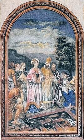 Nástěnný obraz s motivem nalezení Svatého kříže z roku 1891 a záběr interiéru s freskami motivů narození a zmrtvýchstání Kristova, pořízené dokostela roku  následujícího
