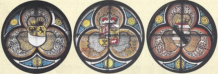Na okenních vitrážích kostela v Újezdě Svatého kříže se zachovala zpodobení erbů rodu Clam-Gallasů, Auerspergů a Zuckerů z Tamfeldu