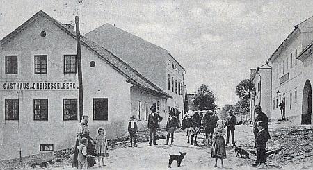 České Žleby, odkud pocházel jeho otec, na několika vzácných starých fotografiích