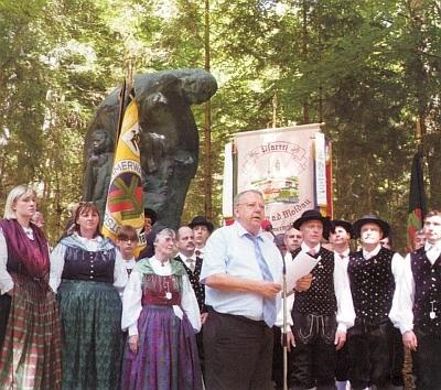 Při projevu u památníku vyhnanců v Lackenhäuser roku 2012