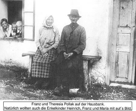 """S babičkou a dědečkem je tu za nimi zachycen i on zcela nalevo v okně chalupy čp. 72 na """"Kamenné hlavě"""""""