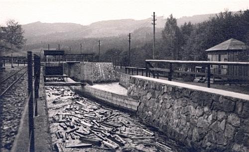 Vzácný snímek Porákova plavebního kanálu v Loučovicích